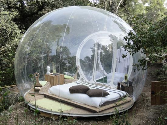 attrap 39 r ves dormir dans une bulle actufraise. Black Bedroom Furniture Sets. Home Design Ideas